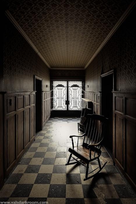 Dr. Pepito - hallway